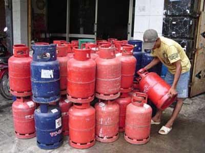 """Nhiều cửa hàng gas dùng bình gas cũ, quá """"đát"""". (Ảnh minh họa)"""