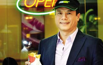 Andrew Nguyễn, Tổng Giám đốc Công ty Đầu tư Thực phẩm và Đồ uống. Andrew đang ấp ủ chiến lược kinh doanh thực phẩm mang phong cách Tây, giá Việt Nam, khách hàng chủ yếu là giới trẻ.
