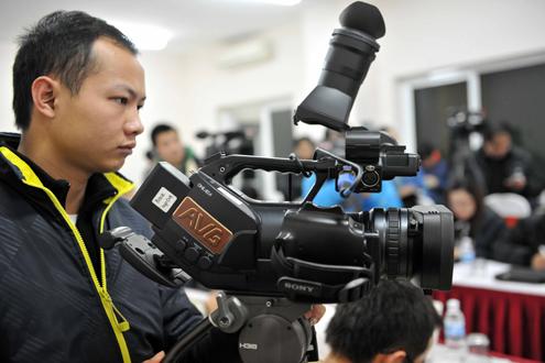 AVG chấp nhận chia sẻ bản quyền truyền hình các giải bóng đá chuyên nghiệp Việt Nam với VTV và VTC. Ảnh: Nguyễn Quang.