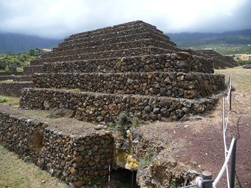 Kim tự tháp Guimar (Tenerife)
