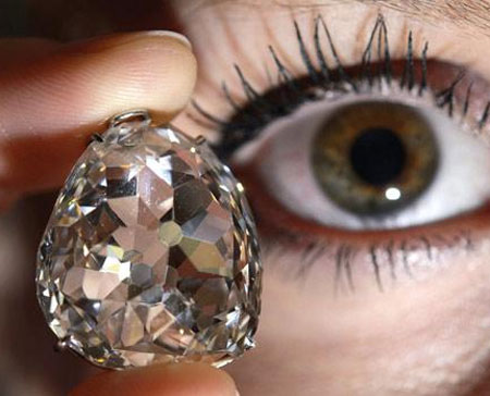 Chán chứng khoán, nhà giàu đầu tư vào kim cương