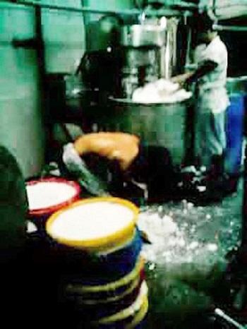 Dùng hóa chất tái chế bún (4)
