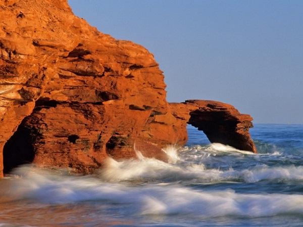 Image result for đá sa thạch đỏ trên Prince Edward Island