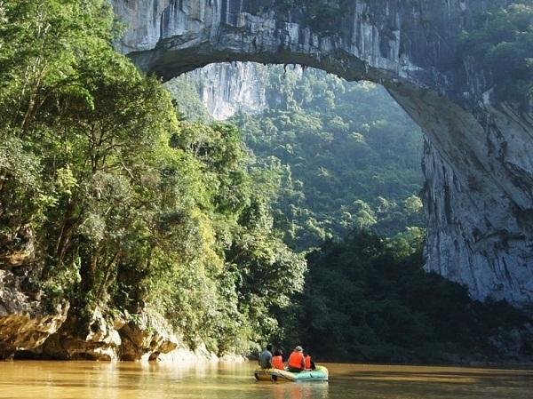 Những cây cầu đá tự nhiên hùng vĩ nhất thế giới (8)