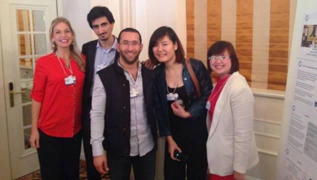 Nguyễn Huyền Châu (ngoài cùng bên phải) tại Davos 2014