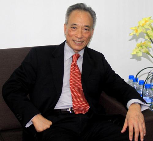 Ít ai tin, là một chuyên gia, lãnh đạo ngân hàng, song ông Nguyễn Trí Hiếu vẫn phải ở nhà thuê, đi làm hằng ngày bằng taxi hoặc xe ôm. Ảnh: Lan Anh.