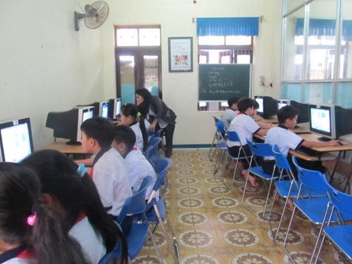 Anh Neil đặc biệt ấn tượng với cách dạy và học bộ môn CNTT tại các trường tiểu học ở Việt Nam.