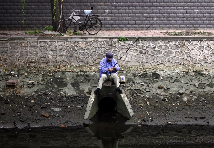 Hình ảnh đáng sợ về những nguồn nước 'chết' ở Trung Quốc (10)