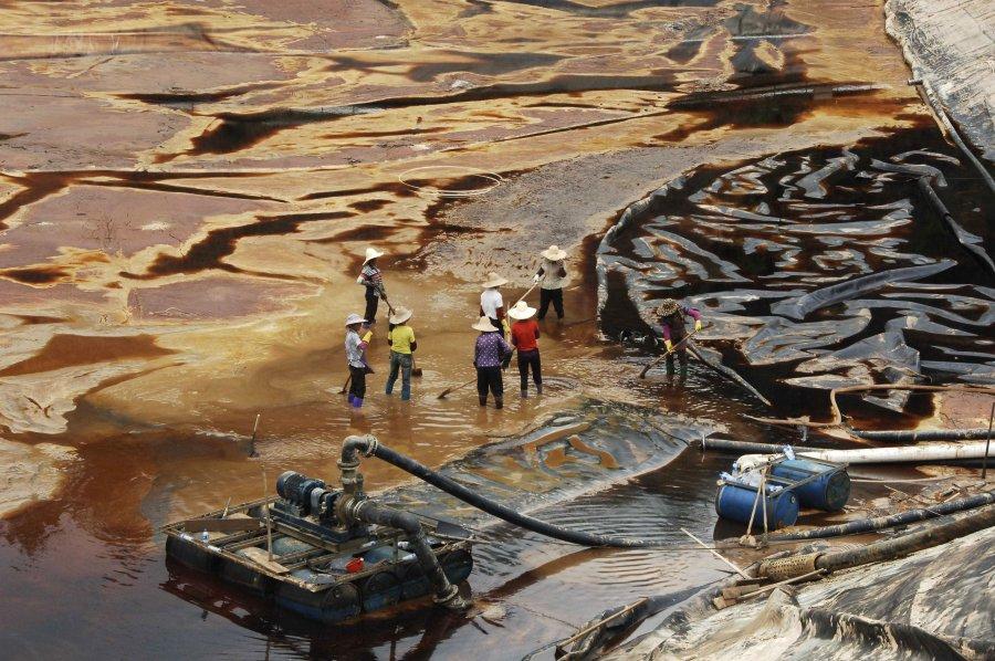 Hình ảnh đáng sợ về những nguồn nước 'chết' ở Trung Quốc (15)