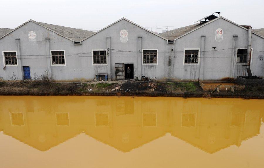 Hình ảnh đáng sợ về những nguồn nước 'chết' ở Trung Quốc (7)