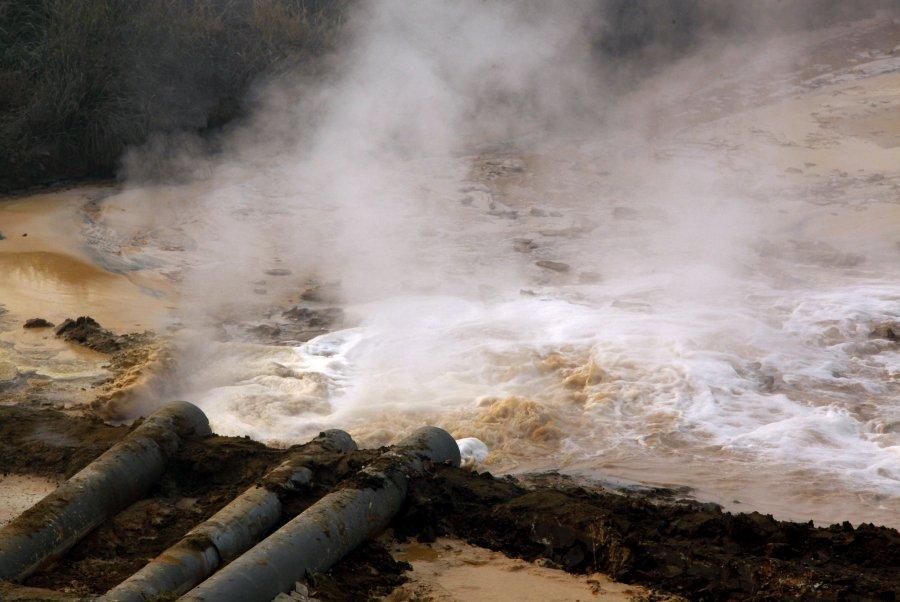 Hình ảnh đáng sợ về những nguồn nước 'chết' ở Trung Quốc (8)
