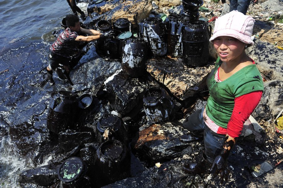 Hình ảnh đáng sợ về những nguồn nước 'chết' ở Trung Quốc (9)