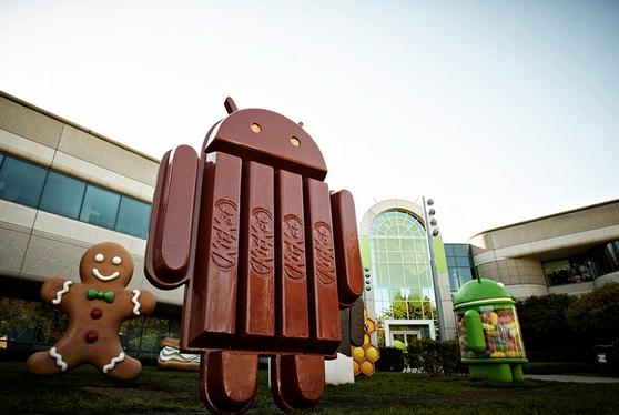 Biểu tượng Android KitKat đặt trước trụ sở chính của Google ở Mỹ.