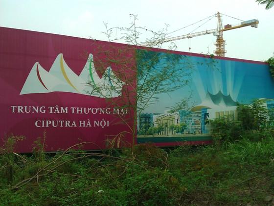 """Cận cảnh """"bãi chông sắt"""" hoen gỉ khổng lồ tại TTTM Ciputra Hanoi Mall (1)"""