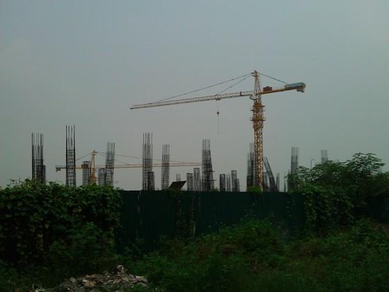 """Cận cảnh """"bãi chông sắt"""" hoen gỉ khổng lồ tại TTTM Ciputra Hanoi Mall (2)"""