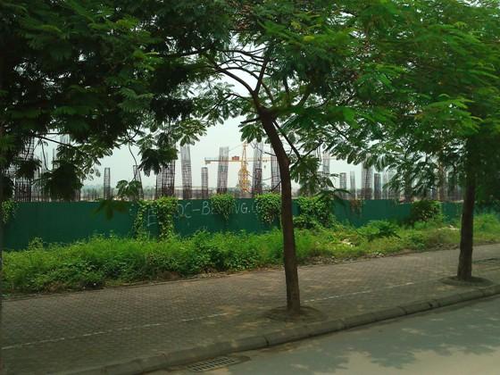 """Cận cảnh """"bãi chông sắt"""" hoen gỉ khổng lồ tại TTTM Ciputra Hanoi Mall (3)"""