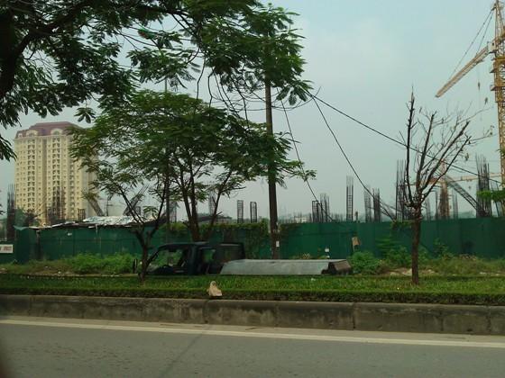 """Cận cảnh """"bãi chông sắt"""" hoen gỉ khổng lồ tại TTTM Ciputra Hanoi Mall (9)"""