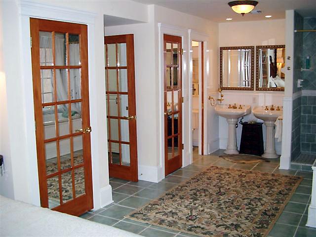 Cách hóa giải phong thủy xấu cho nhà vệ sinh trong căn hộ chung cư (1)