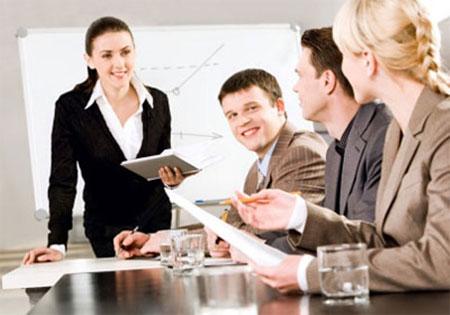 Có những công ty, người lãnh đạo cũng chính là người quản lý, nhưng có những công ty thì hai vị trí này được tách bạch.