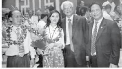 Doanh nhân Đặng Thanh Hương nhận giải Doanh nhân Việt Nam Vàng