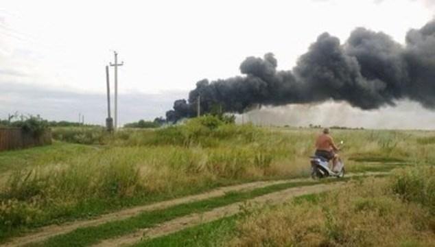 Khoảnh khắc máy bay Malaysia MH17 nổ trên mặt đất