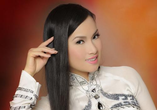 Ca sỹ Hà Phương, em gái Cẩm Ly và là vợ của Giám đốc điều hành cao cấp Chính Chu