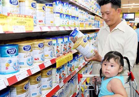 Sữa bột ở Việt Nam: Nhìn lên kệ là hiểu (2)