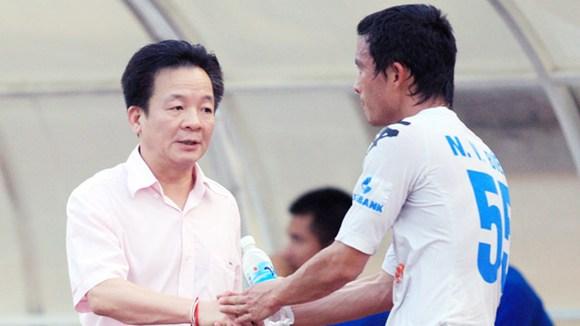 Bầu Hiển rút vốn khỏi hai công ty thể thao T&T và SHB Đà Nẵng