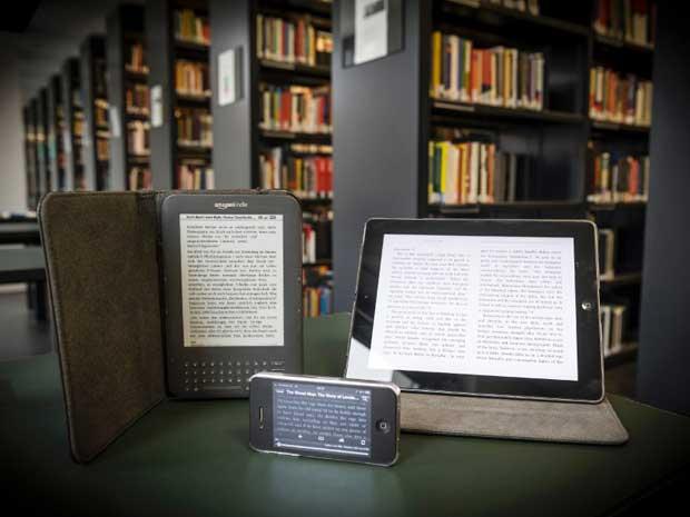 Norbert Michalke/ DER SPIEGEL Ngày nay, khoảng 11% người Đức đang đọc sách điện tử trên các thiết bị đọc như Kindle và iPad.
