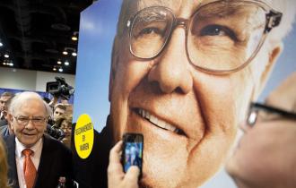 Kinh nghiệm của Buffett: hãy lắng nghe phản biện khi đang thành công