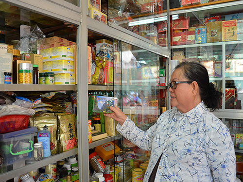 Phùng Hưng Hãng - chuyên kinh doanh cao đơn hoàn tán từ năm 1975 đến nay ở quận 5, TP HCM - được chuộng vì rất uy tín trong mua bán