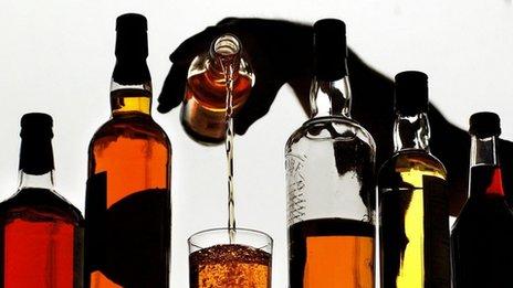 Bán rượu bia sau 22h sẽ bị phạt