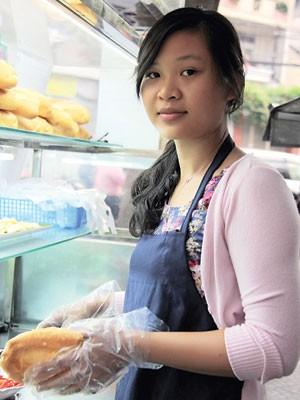 Cô gái 8X bỏ việc lương ngàn đô bán bánh mỳ, ước mơ mở tiệm thuốc cho người nghèo (1)