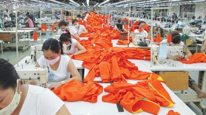 Mức thưởng tết năm nay của các công ty dệt may trên địa bàn Bình Dương từ 2,5 triệu đồng/người trở lên. ảnh: Huy Thịnh