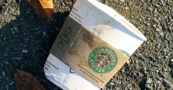 rên thực tế, trong năm năm phát động phong trào, chỉ 39% số cốc tại các cửa hàng Starbucks được tái chế. Ảnh: dailynews