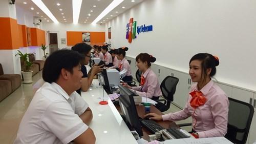 Giao dịch với khách hàng tại Công ty Cổ phần Viễn thông FPT.