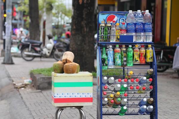 Nếu mua hàng ở quán nước, hiệu tạp hóa, có lẽ tôi nên tìm mua sản phẩm hãng khác (Pepsi chẳng hạn)!