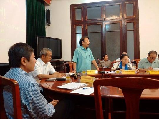 Ông Mai Đức Chính (đứng)- trình bày về kết quả đàm phán lương cho người lao động