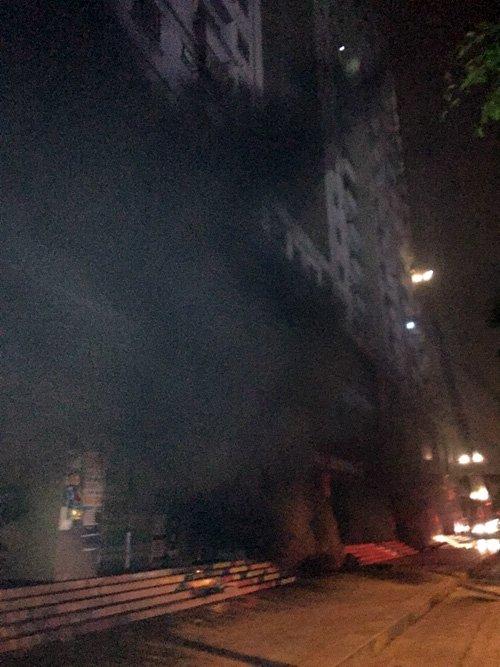 Khói phát ra từ tầng hầm gửi xe tòa nhà CT4A, chung cư Xa La, Hà Đông