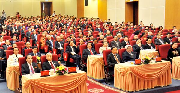 Tổng Bí thư Nguyễn Phú Trọng, đại biểu các ban, bộ, ngành Trung ương cùng 345 đại biểu chính thức dự Đại hội Đại hội đại biểu Đảng bộ tỉnh lần thứ XVI, nhiệm kỳ 2015-2020.
