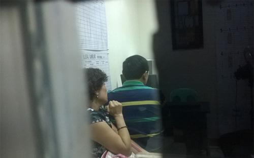 Người phụ nữ là nghi phạm tại cơ quan cảnh sát Cebu - Ảnh: CNN.