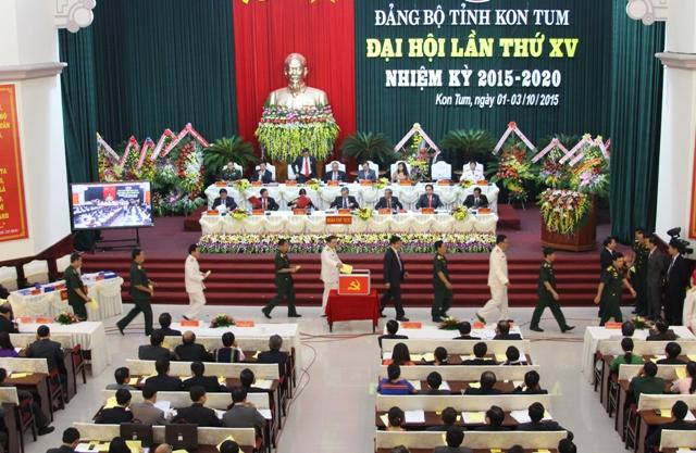 Các đại biểu bỏ phiếu bầu cử tại Đại hội