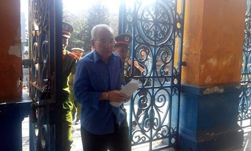 Bị cáo Hồ Đăng Trung cho rằng ông chỉ là nạn nhân vì tin cấp dưới. Ảnh Việt Văn