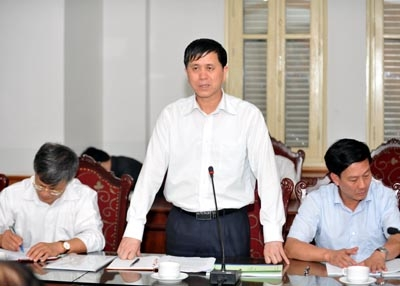 Chủ tịch UBND tỉnh Sơn La Cầm Ngọc Minh (người đứng) khẳng định không có tượng đài 1.400 tỷ đồng