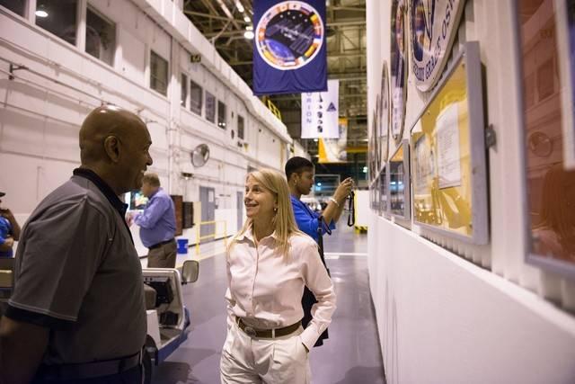 Từ một cô bé đánh giày tới Phó giám đốc NASA