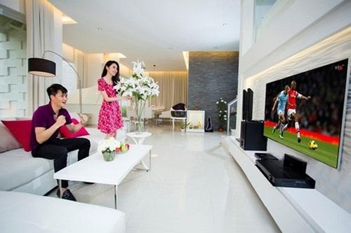 Biệt thự nằm trên khu đất diện tích 300 m2, với nội thất sang trọng, thiết kế hiện đại.