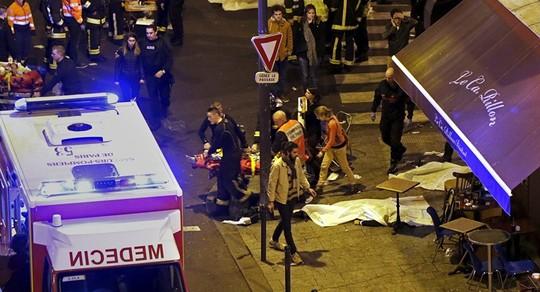 Một trong sáu địa điểm bị tấn công ở Paris tối 13-11. Ảnh: Reuters