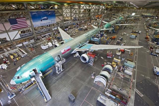 Sau Chiến tranh Thế giới thứ hai, Boeing - khi đó còn là một nhà sản xuất máy bay quân sự - chia bộ phận kỹ thuật của hãng thành các bộ phận nhỏ hơn được đặt tên số: 300s và 400s đối với máy bay quân sự; 500s đối với động cơ turbin; 600s đối với rocket và tên lửa; và 700s đối với máy bay phản lực dùng để vận chuyển.