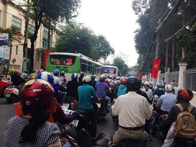 Giao thông qua đường Nguyễn Thị Minh Khai bị ùn ứ - Ảnh: Đại Việt