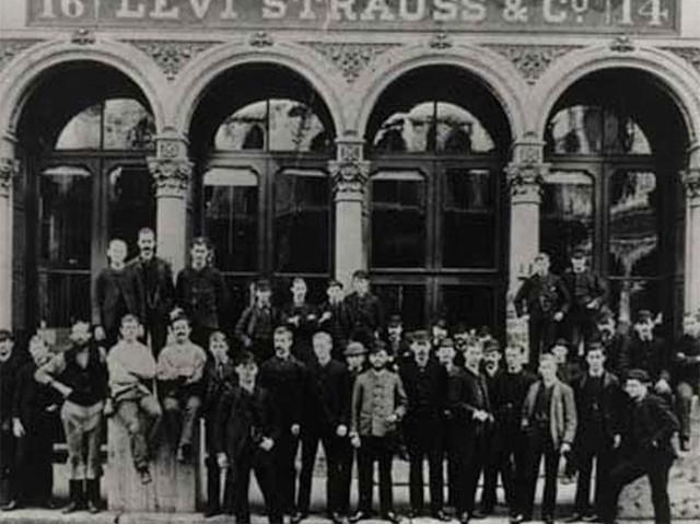 """Công ty quần jean Levi Strauss and Co. chính thức thành lập vào năm 1890, và đó cũng là năm mà những chiếc quần tán đinh đồng của hãng được đăng ký số lô sáng chế """"501"""". Bản thân công ty thừa nhận không hiểu vì sao họ chọn con số này. Ngoài dòng """"501"""", công ty này còn sản xuất phiên bản quần jean 201 có giá mềm hơn, cùng các sản phẩm khác sử dụng tên gọi 3 chữ số."""